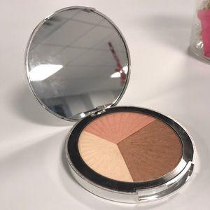 Bare Minerals Face & Body Luminizer Palette 💁🏻